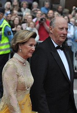 Harald V regnes som Norges bestefar, med gode kommentarer og et inkluderende vesen.