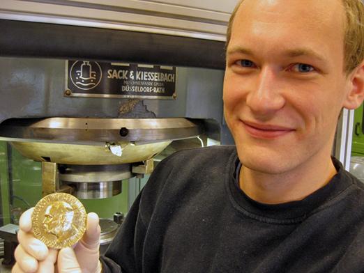 Preging av mynt ved Det Norske Myntverket foregår i verdensklasse