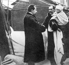 Kong Haakon kommer til Norge i 1905 etter å ha blitt valgt av folket.