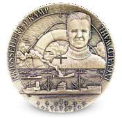 Medaljen preget med krigsseilerne og Ingvald Wahl som motiv