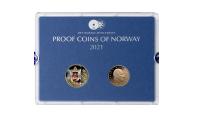 Proofsett 2021 forside. Viser advers sisde av årets eneste sirkulasjonsmynt og årsmedaljen 2021 med motiv av Kong Olav