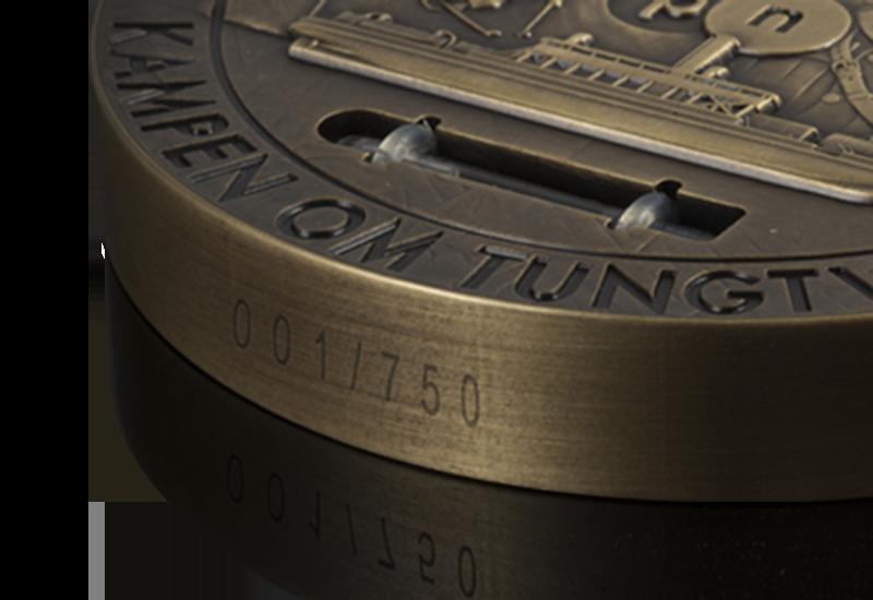 Massiv minnemedalje i bronse med ekte tungtvann