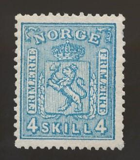 NK 14y med svart bakgrunn
